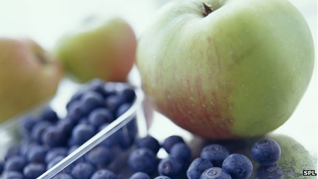 _69539503_apples_and_blueberries-spl