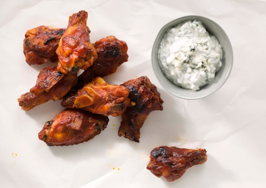 bourbon-glazed-chicken-drumettes-with-blue-cheese-dipping-sauce-646