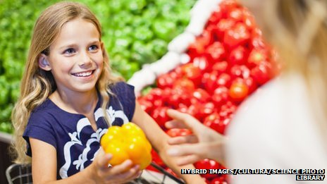_72269352_mother_and_daughter_in_grocery_store-spl-13342524